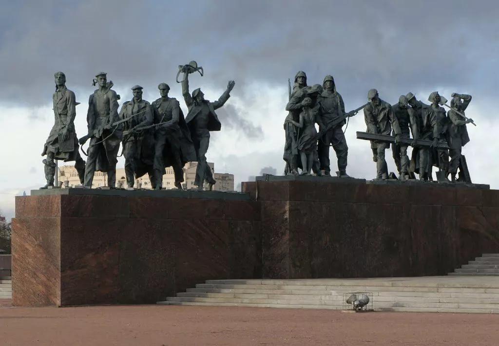 Тоталитарное искусство https://www.nrfmir.ru/sites/default/files/foto7.ploshchad_pobedy.monument_zashchitnikam_leningrada.jpg