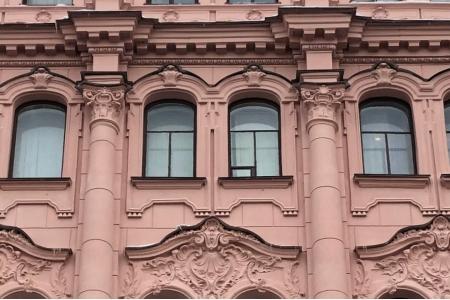 Капители колонн лицевого фасада. Фото НРФ МИР